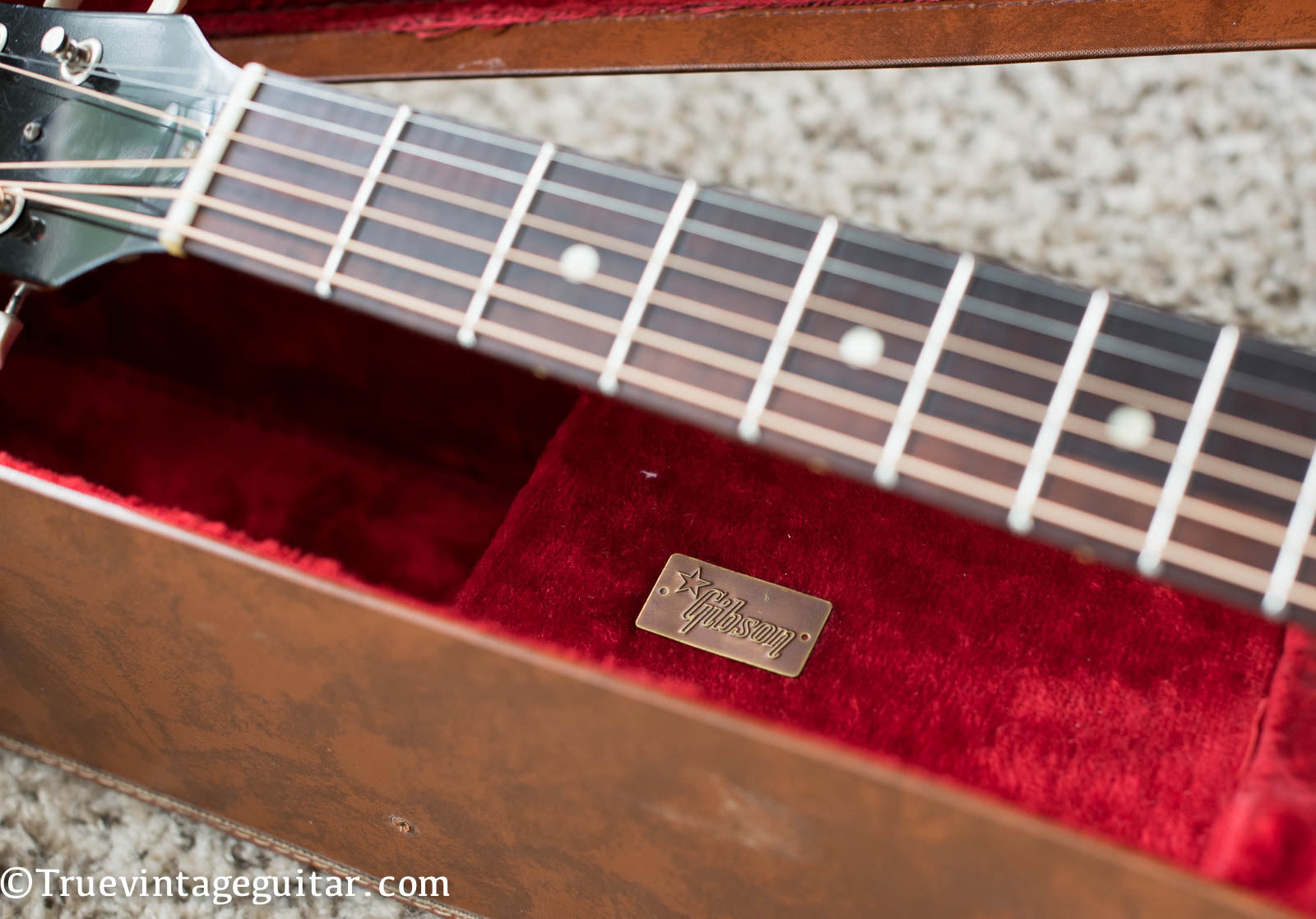 Gibson metal badge case 1962 red velvet brown leather