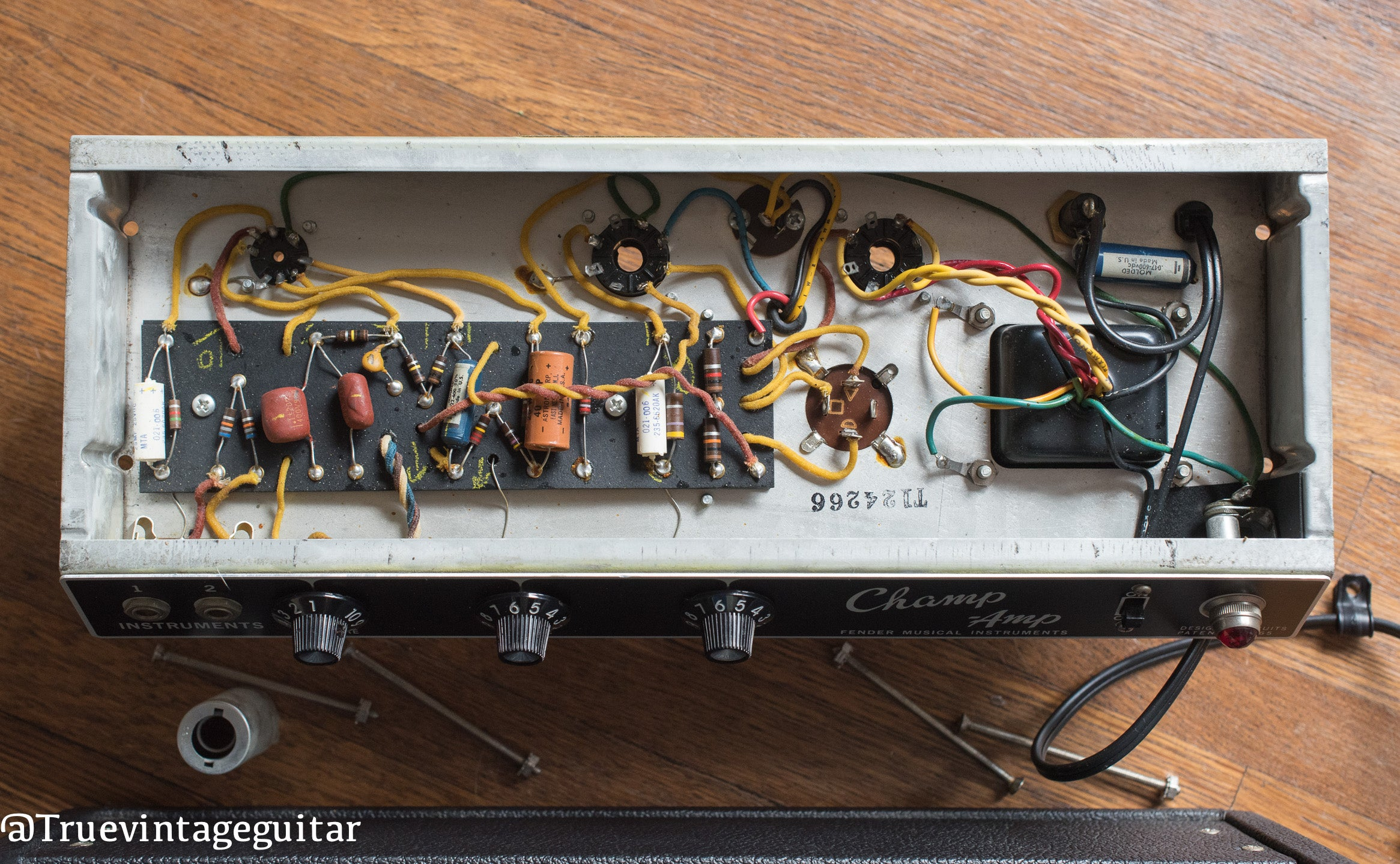 Chassis, circuit, vintage 1966 Fender Champ amp