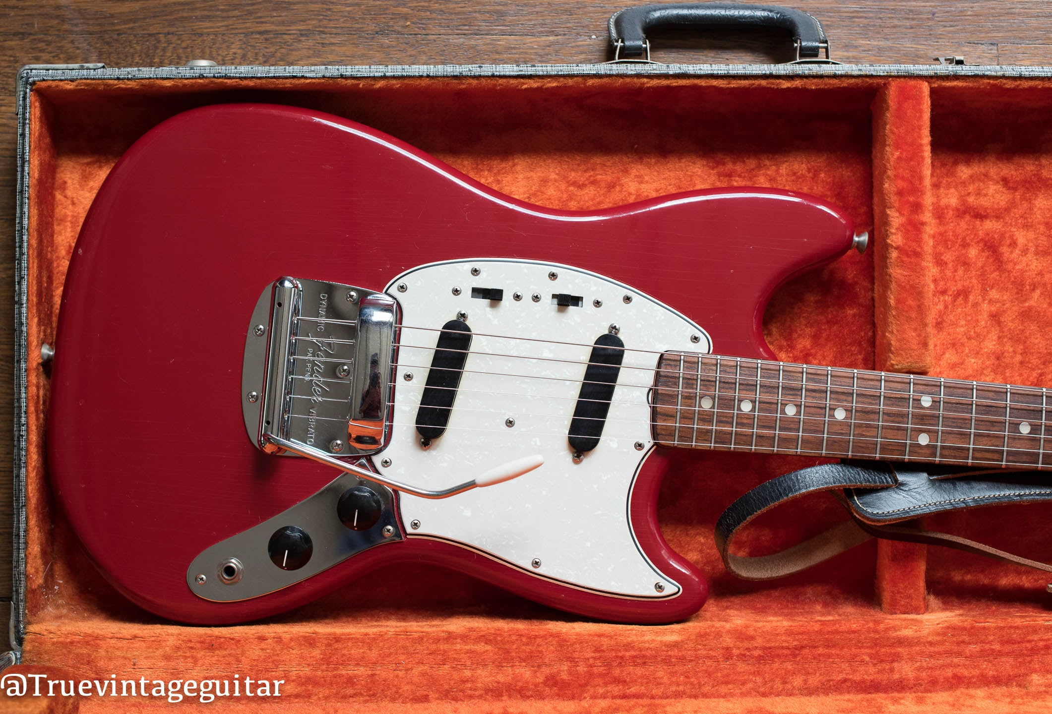 Fender Mustang vintage 1966 Red guitar