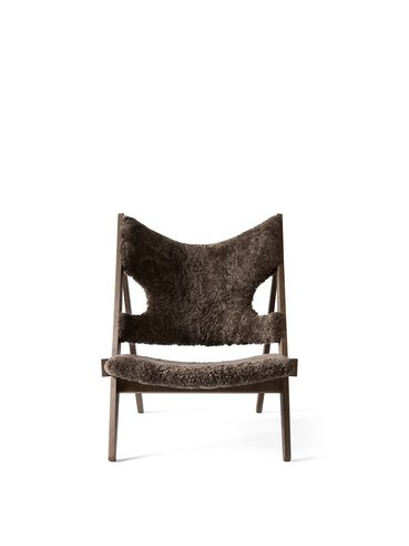 Menu Knitting Lounge Chair, Mørkbejdset eg base, Fåreskind, Skandilock Curly 17 mm Drake 20 (Mørk brun)