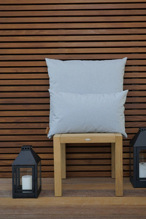 orlando-outdoor-stor-pude-fra-skriver-collection-45x45cm-lysegra