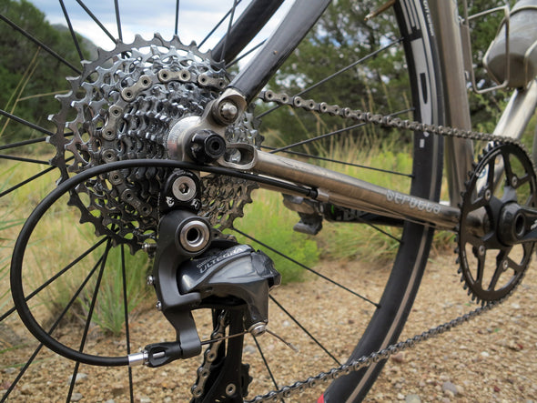 Bicycle drivetrain with Wolf Tooth RoadLink installed