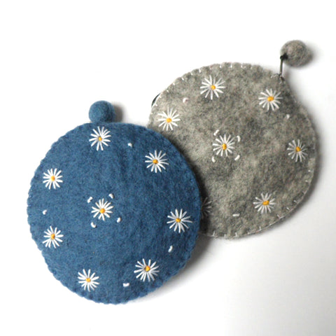 Little round felt purse with white daisy fairtrade made in nepal