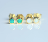 18k Green or Opal Iridescent Round Stud