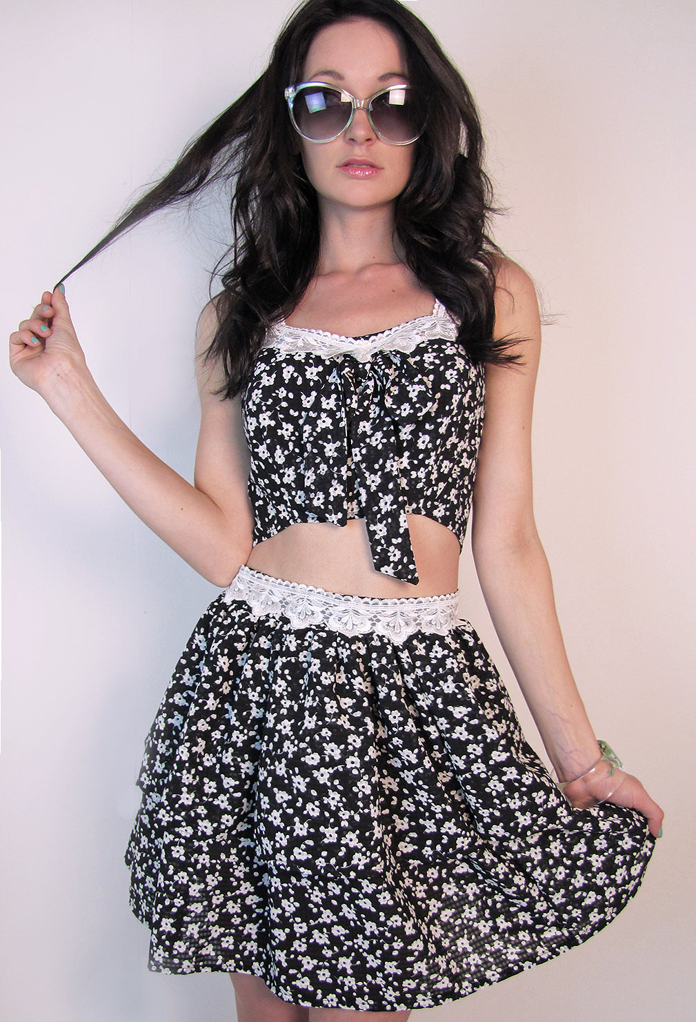 Lace trim on sweetheart bodice top. Crop top tied in front.