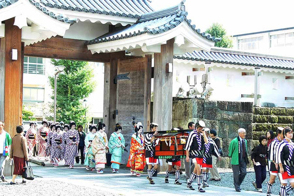The Ochatsubo Dochu procession is still recreated today. Image courtesy, visit-shizouka.com