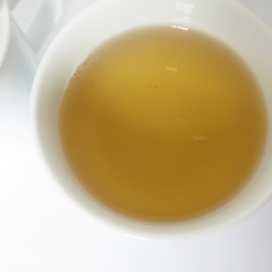 Light and bright Darjeeling first flush.