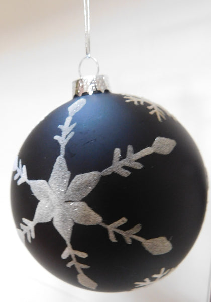 BLACK W/WHITE ORNAMENT
