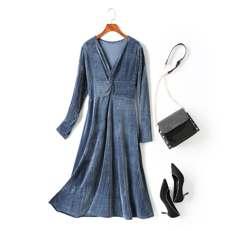 Lyla Plus Size Velvet Twist V Neck Ribbed Long Sleeve Midi Dress (Blue, Black)