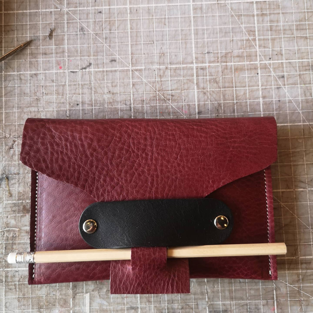 ARTIST FOLIO in berry leather with black losenge