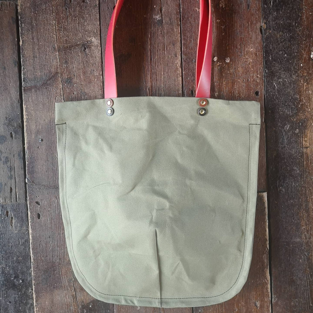 TOTELY SHOPPER in KHAKi with scarlet straps
