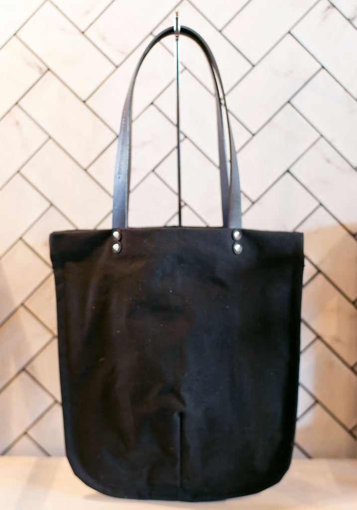 TOTELY SHOPPER in Sooty Black