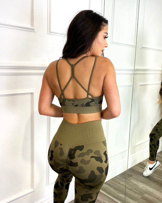 Seamless Camo Print Sports Bra (Army Green)