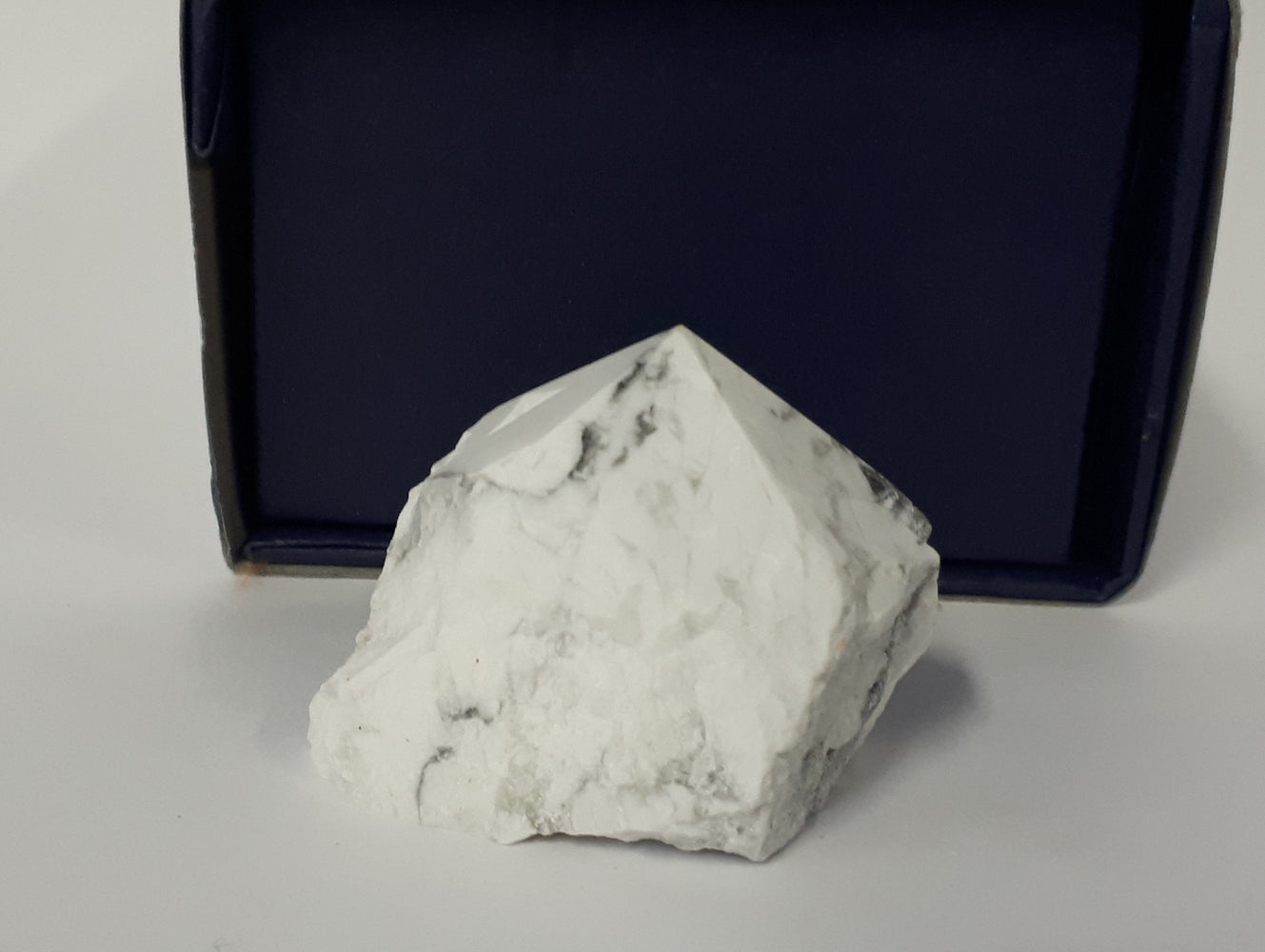 Howlite Flat Base Polished Point