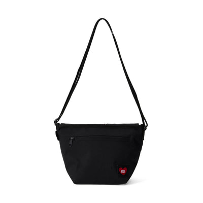BT21 20 HEART WAPPEN MESSENGER BAG Black