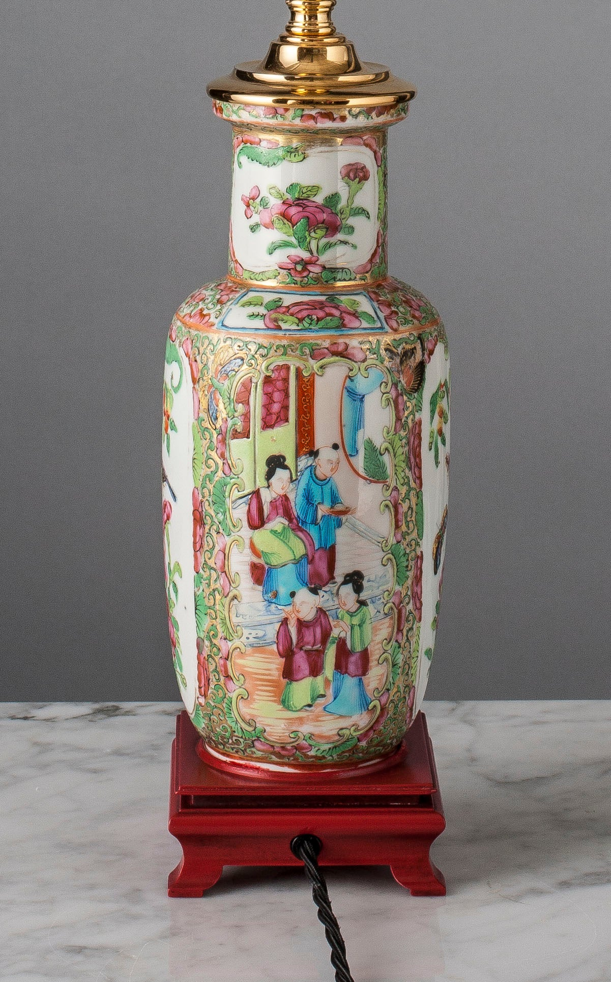B016  A Fine Chinese Cantonese Rouleau Shaped Famille Rose Lamp - Circa 1850