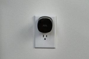 The Bee for Shopify Partners – Mesh Wi-Fi node, adds up to 500 sq. ft.