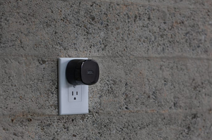 The Bee for Queens University Partners – Mesh Wi-Fi node, adds up to 500 sq. ft.
