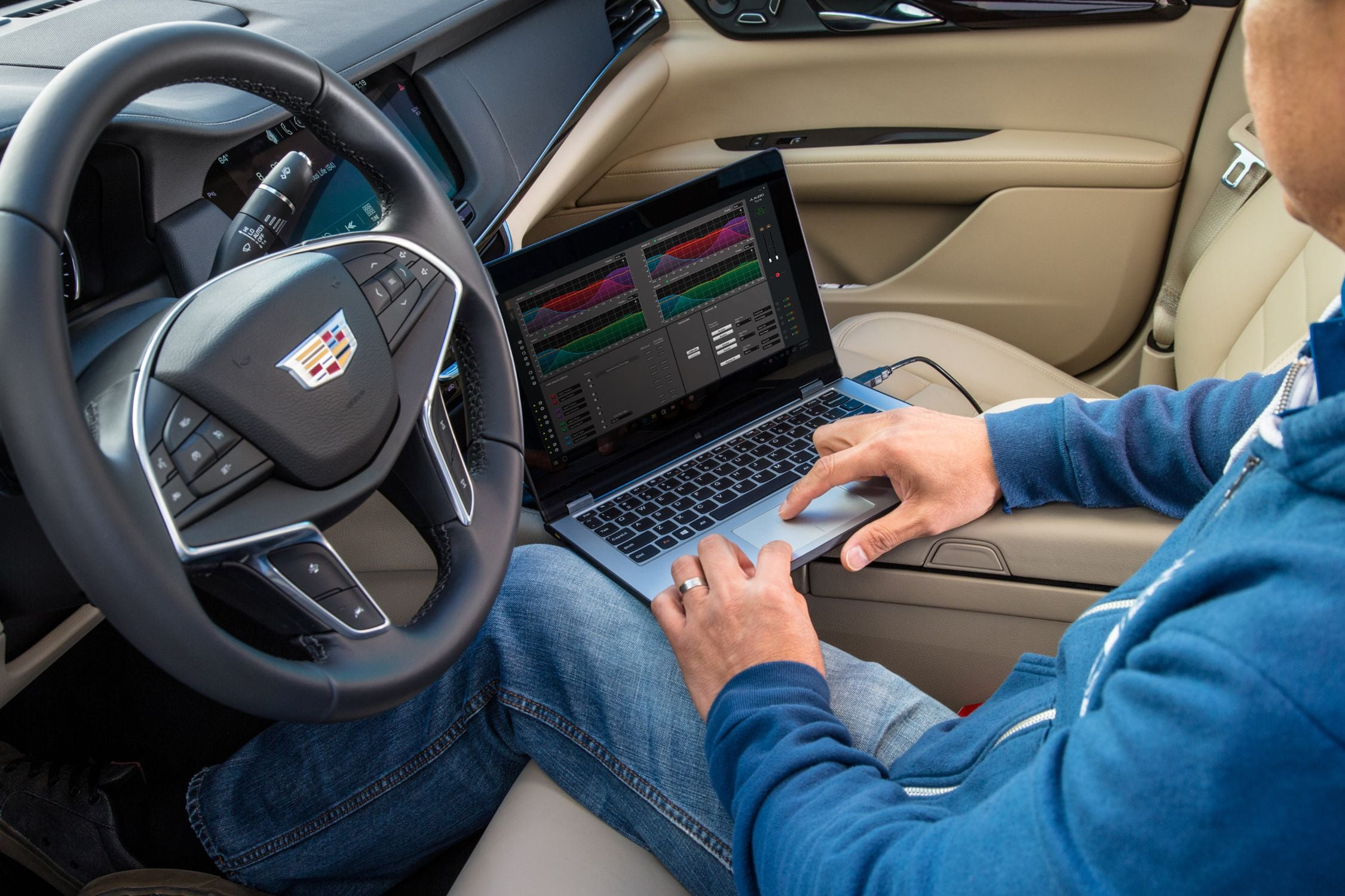 Hand on a Laptop Tuning a FiX-86 with TüN Software in a Cadillac