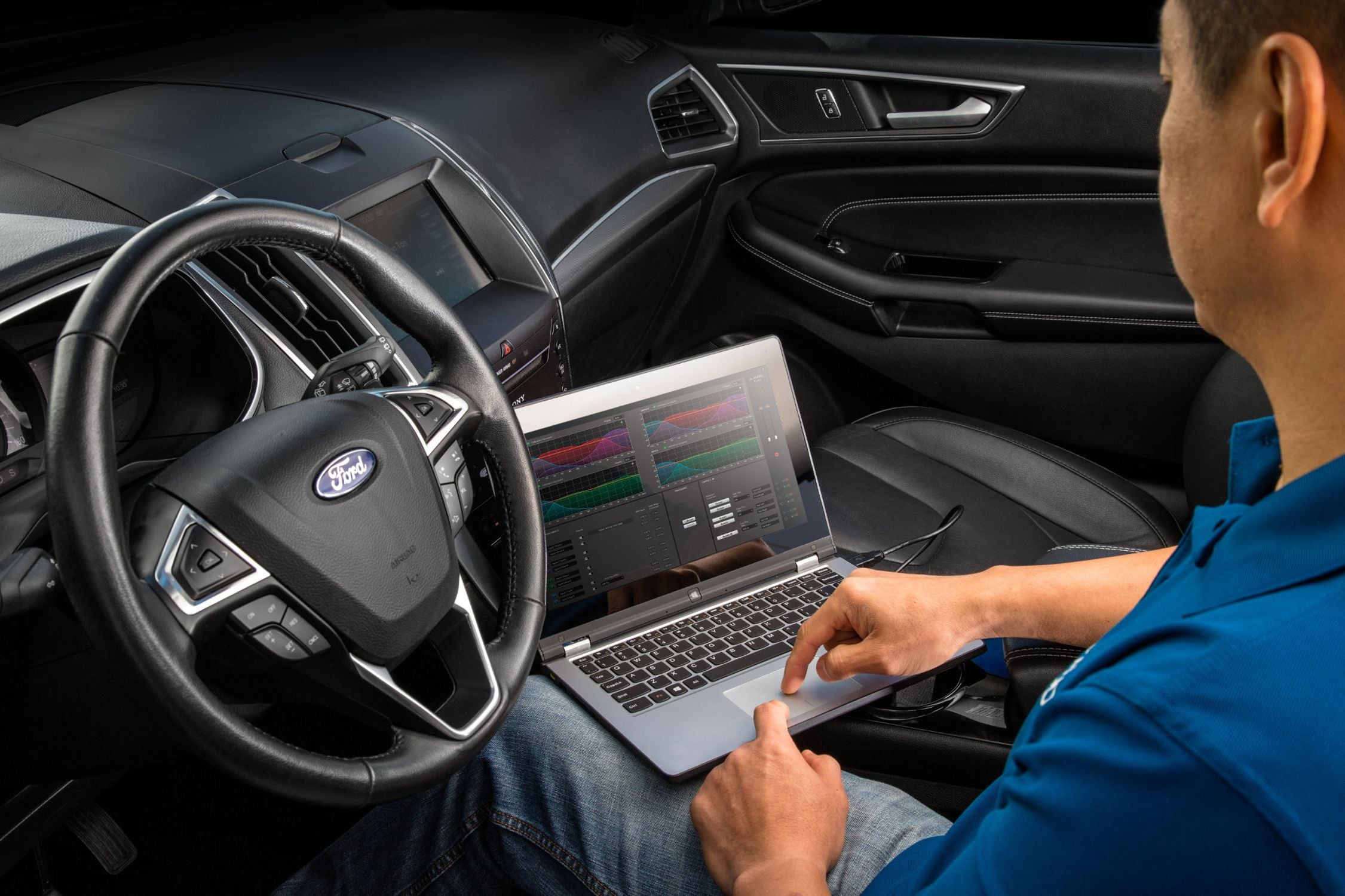 Hand on a Laptop Tuning a FiX-86 with TüN Software in a Ford