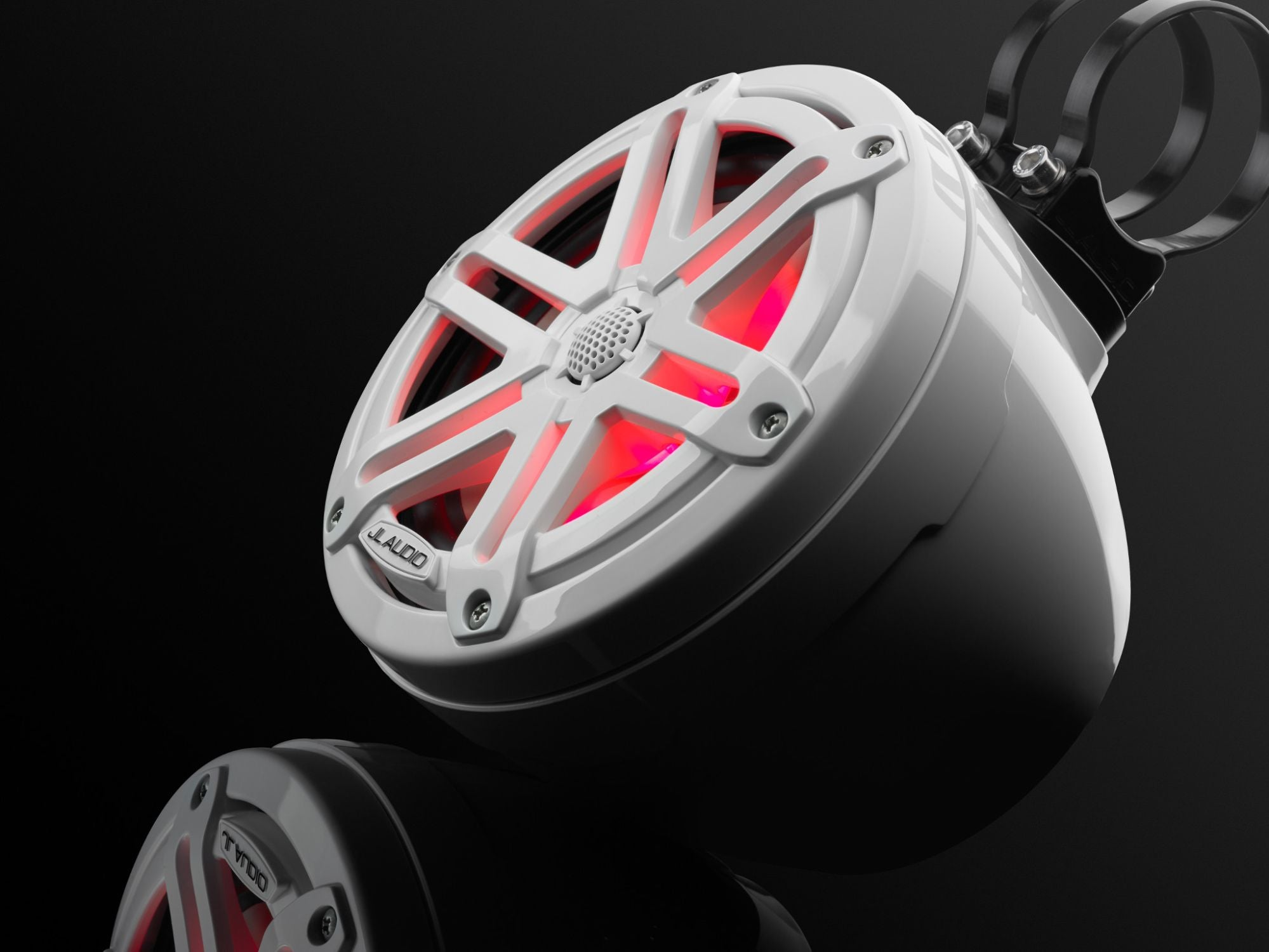 Detail of M3-650VEX-Gw-S-Gw-i Enclosed Speaker Lit with Red