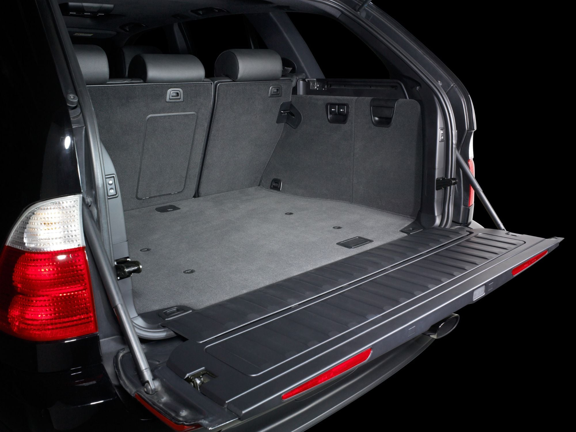 SB-B-X5-10W1v3 Stealthbox Installed in Vehicle