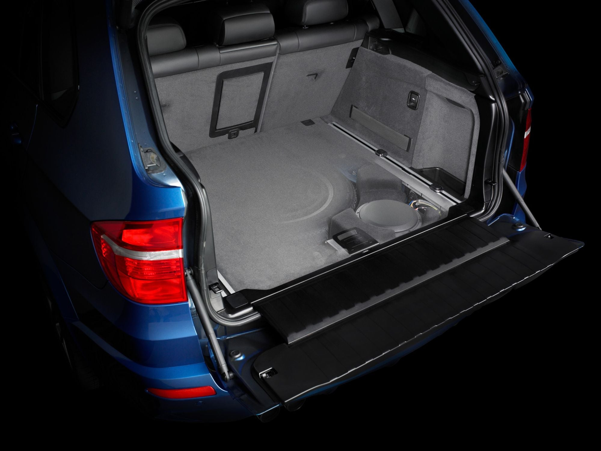 SB-B-X5E70-10W3v3 Stealthbox Installed in Vehicle