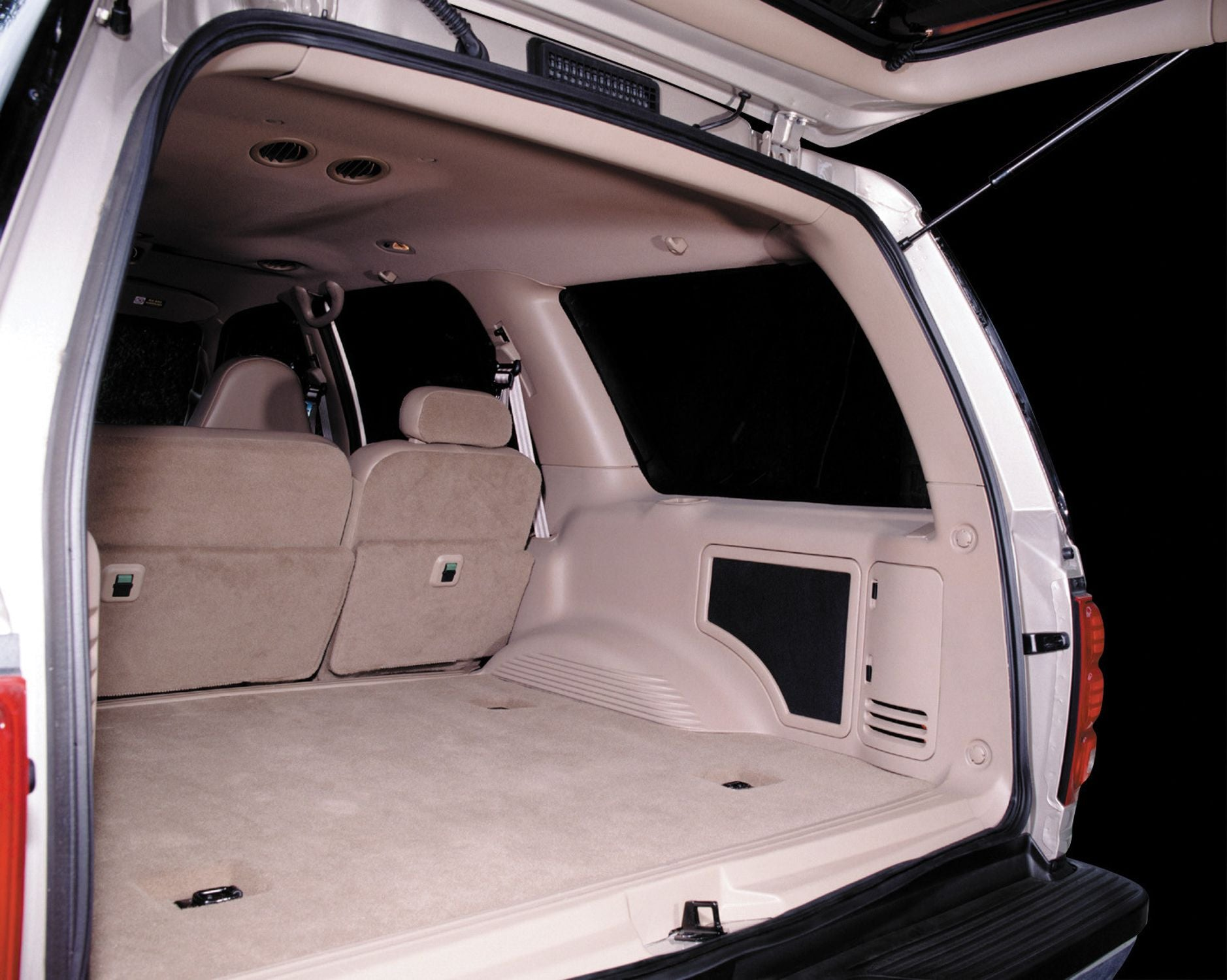SB-F-EXPED-10W1v3 Stealthbox Installed in Vehicle