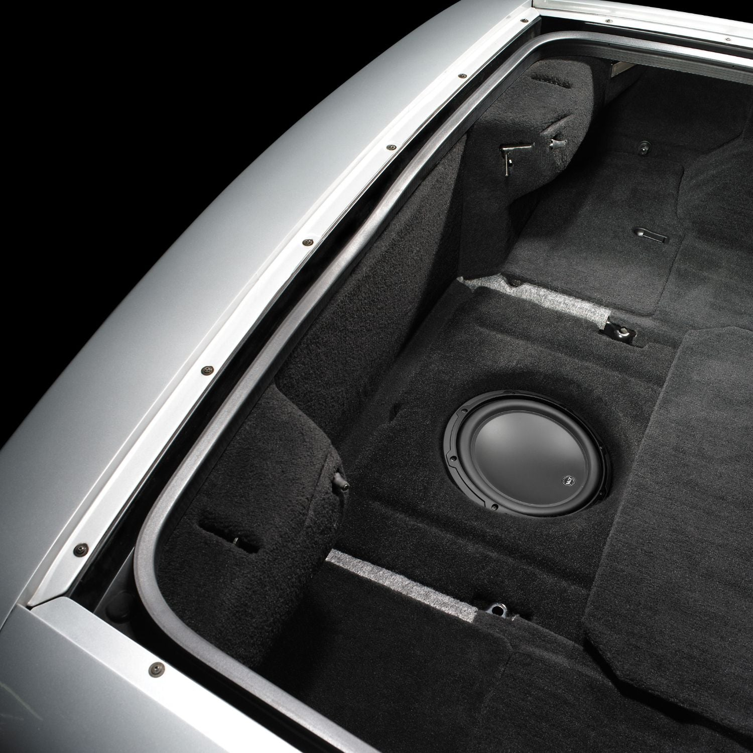 SB-GM-VET-10W3v3 Stealthbox Installed in Vehicle