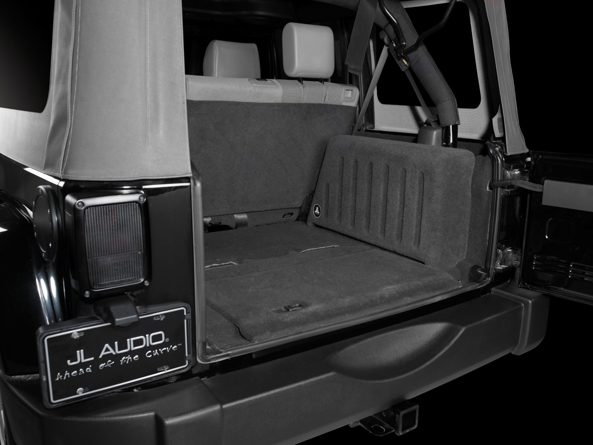 SB-J-UNLTD4D-13TW5v2 Stealthbox Installed in Vehicle