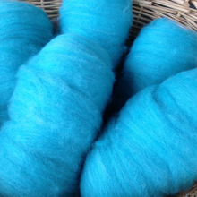 Load image into Gallery viewer, Hand-dyed turquoise alpaca roving