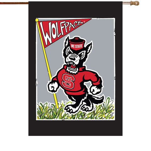 NC State Wolfpack 40x28 Strutting Wolf House Flag