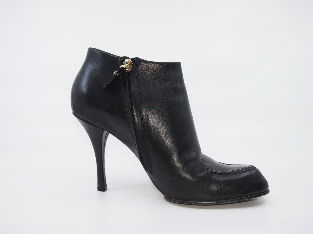 LOUIS VUITTON Stiletto Ankle Boot (37.5)
