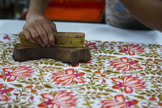 hand stamping prints with natural indian dyes