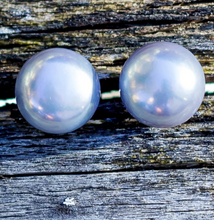 Load image into Gallery viewer, Larkspur Button Pearl Earrings