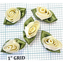Load image into Gallery viewer, Flower Set of 5 Beige with Green Leafs