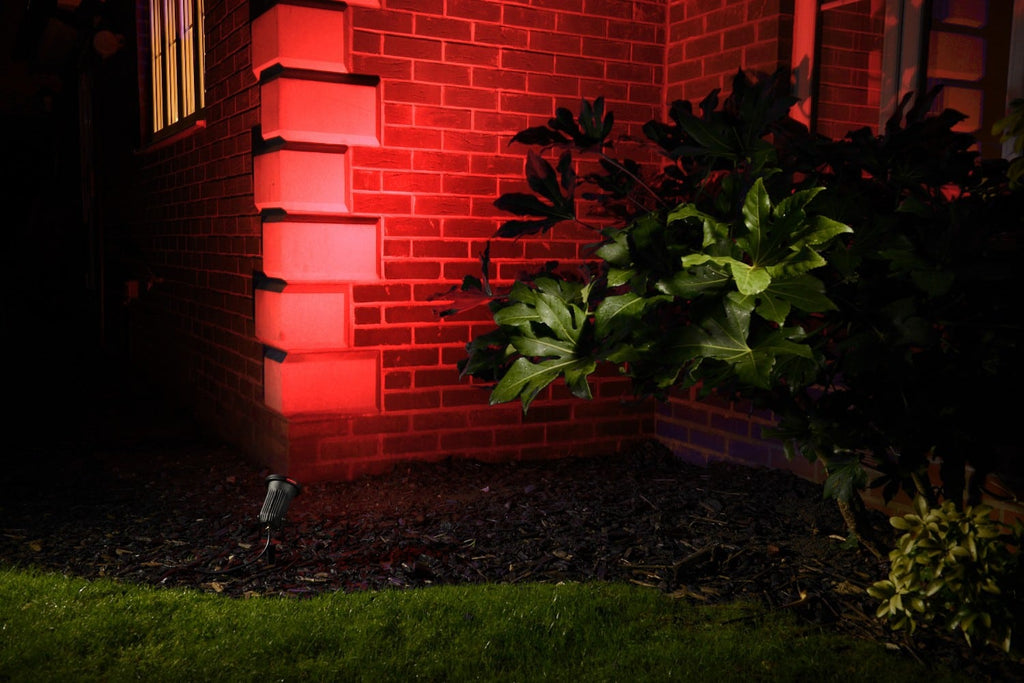 red garden lighting