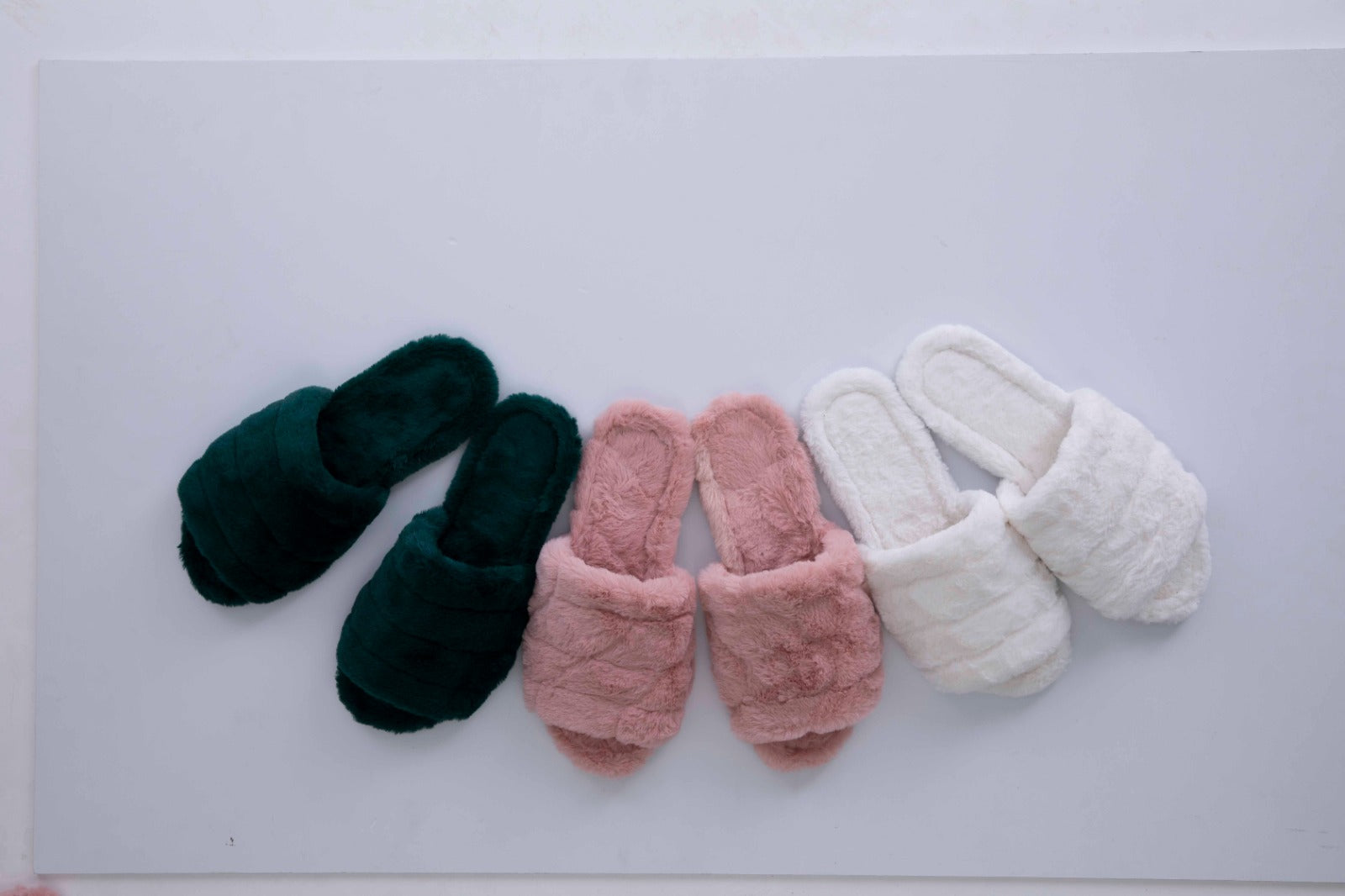 Papuci din blanita Fluffy Girl Pink / Green / White/ Grey