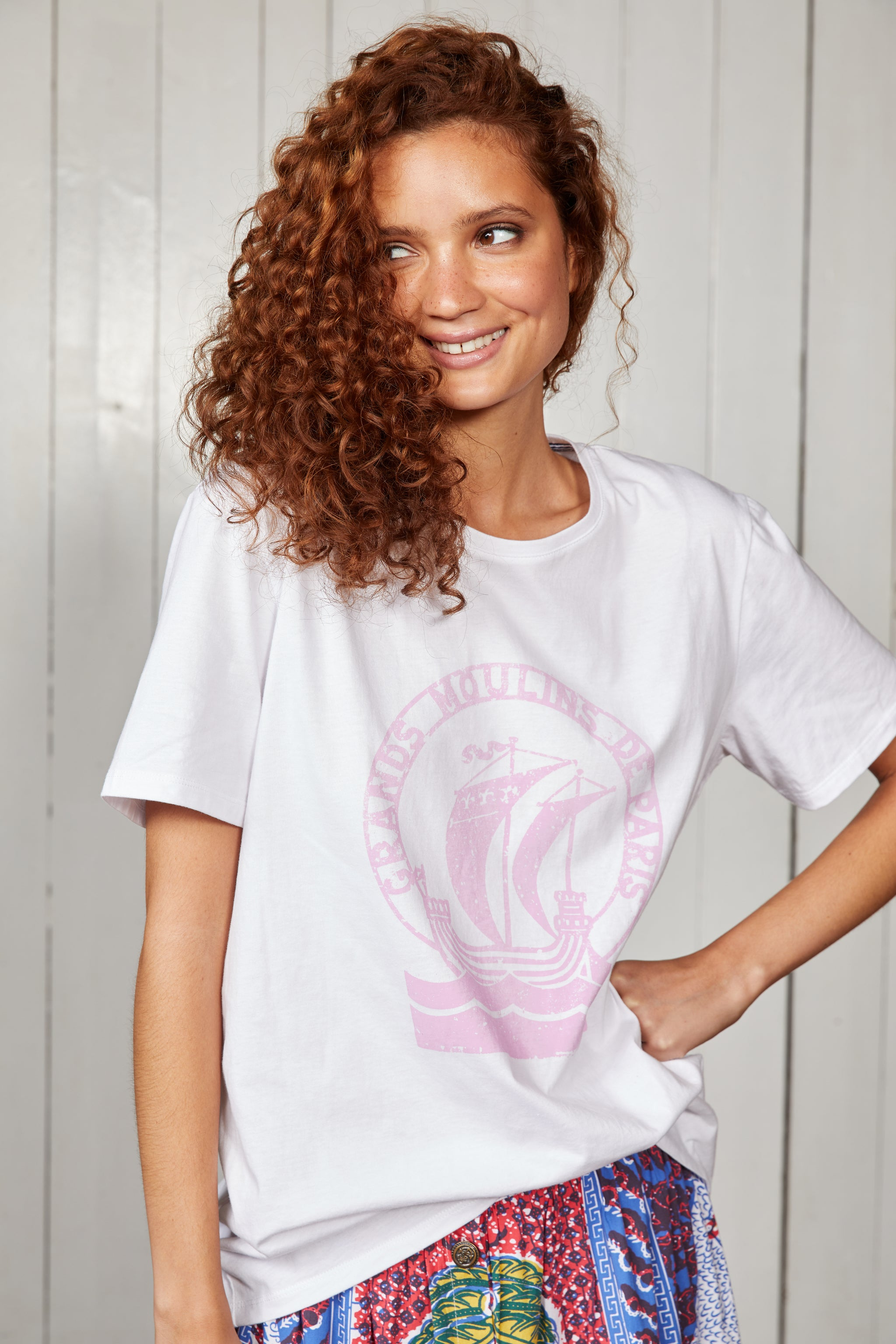 Binny Ladies Relaxed Fit, Queen Anne's Revenge White Cotton Jersey T-shirt with Crew Neck and Pink Print