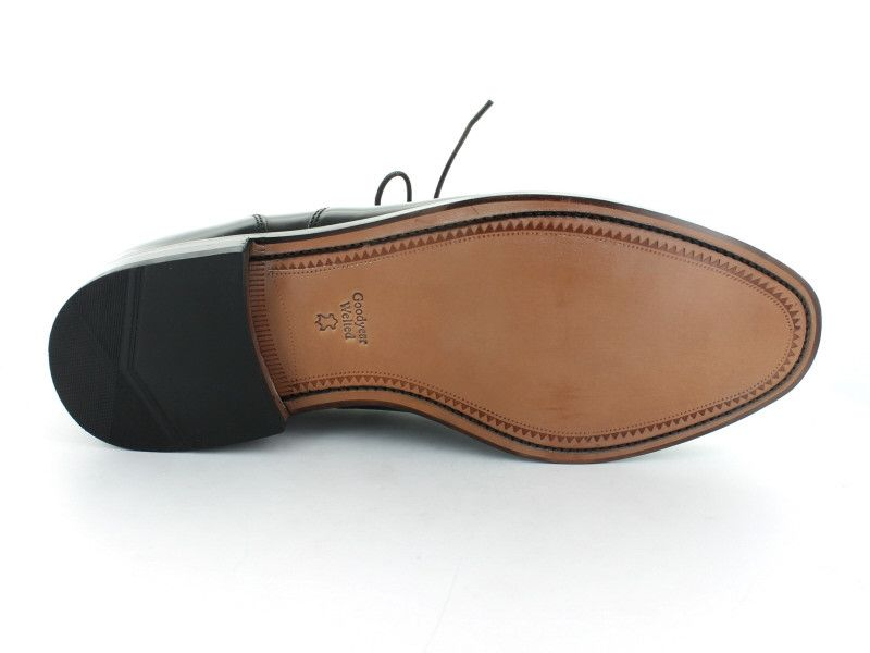 Loake 200 in Black Leather sole view