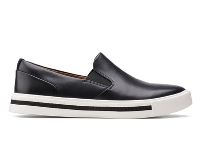 Clarks Un Maui Stride in Black Leather outer view