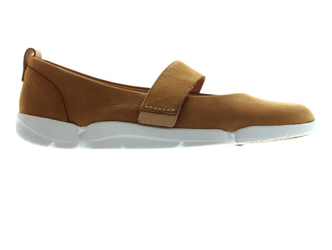 Clarks Tri Carrie in Tan Nubuck outer view