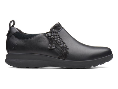 Clarks Un Adorn Zip in Black outer view