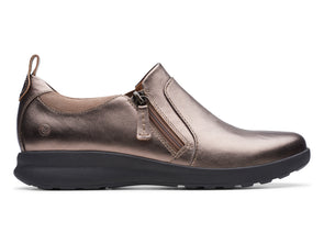 Clarks Un Adorn Zip pebble metallic outer view