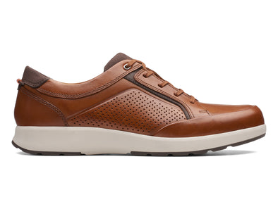 Clarks Un Trail Form in Tan Leather outer view