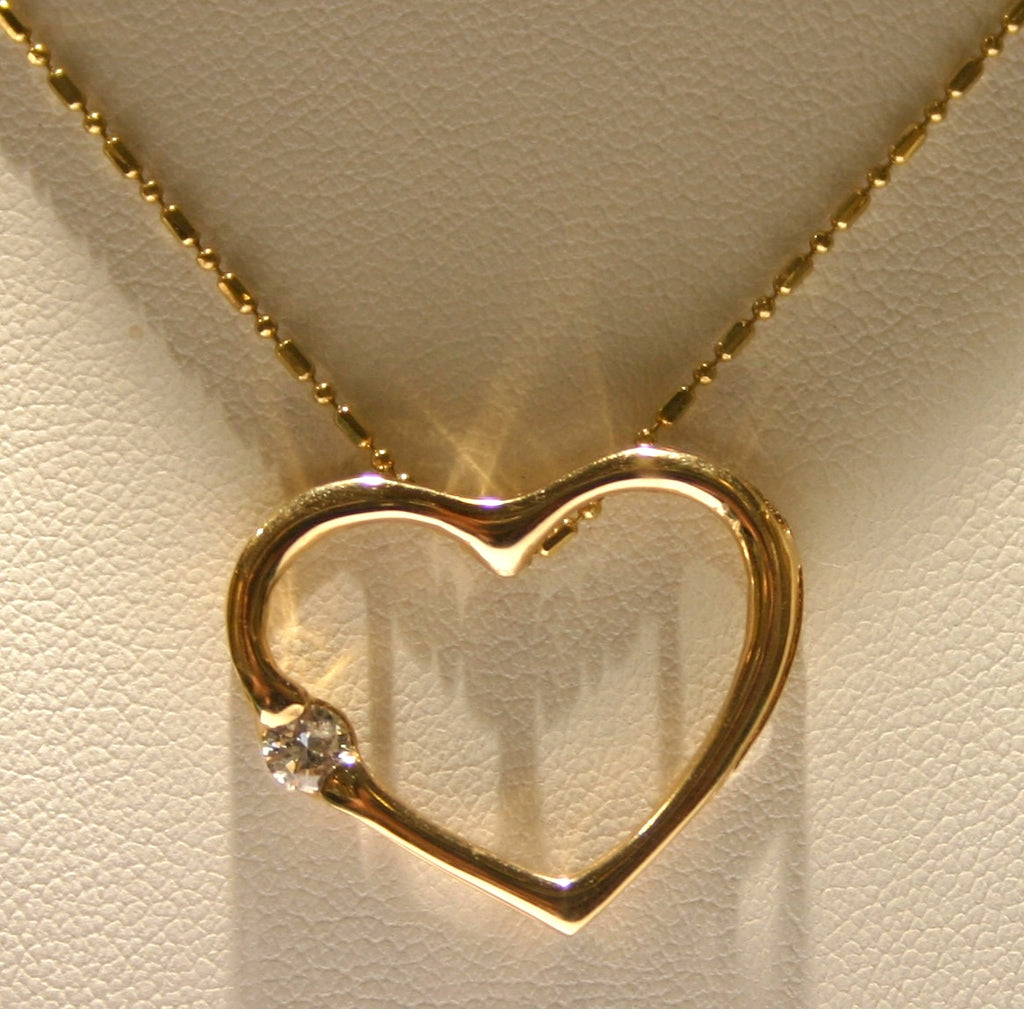 heart with one diamond pendant