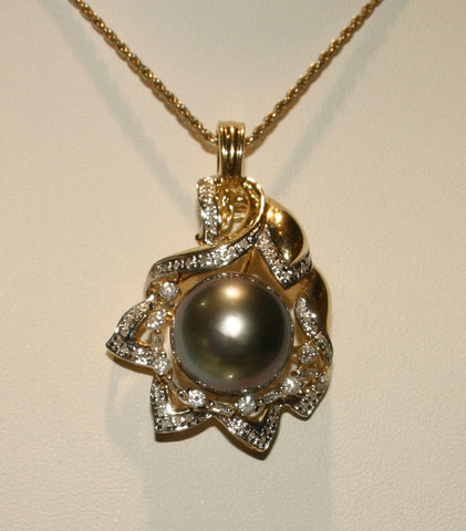 yellow gold and floral pearl pendant
