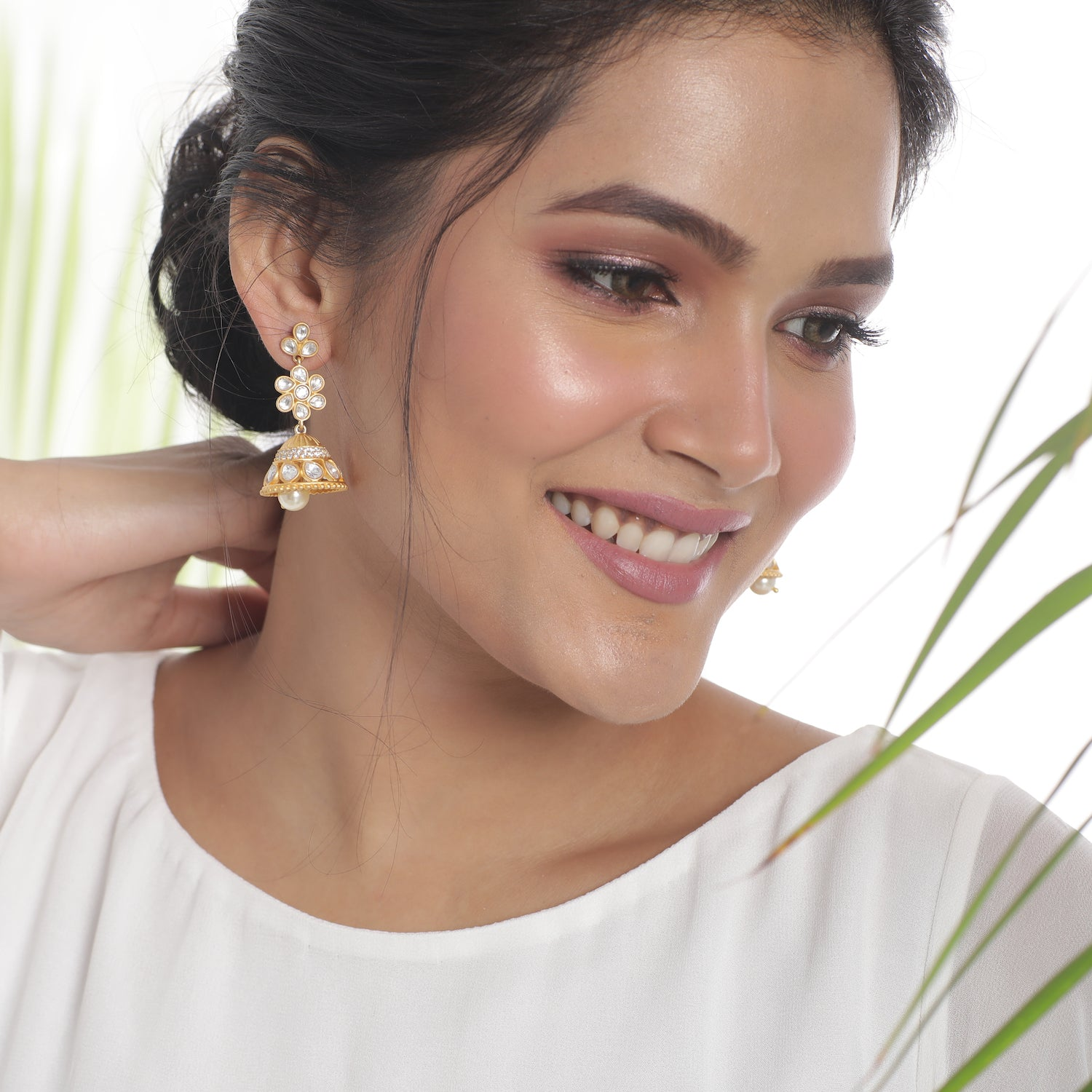 Vinisha Kundan Jhumka Earrings