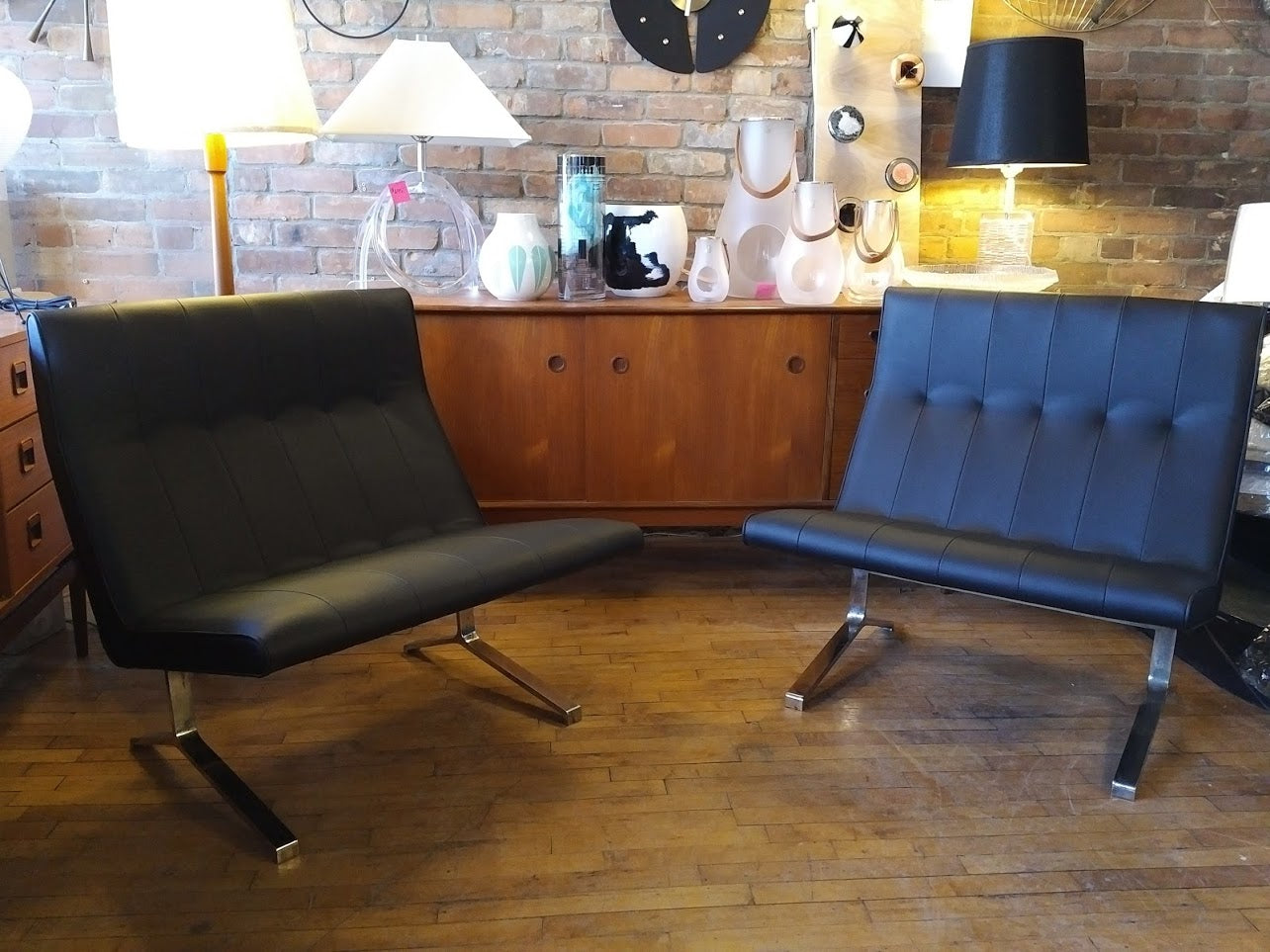 Rare Vintage pair of leather Stefan Siwinski airport lounge chairs