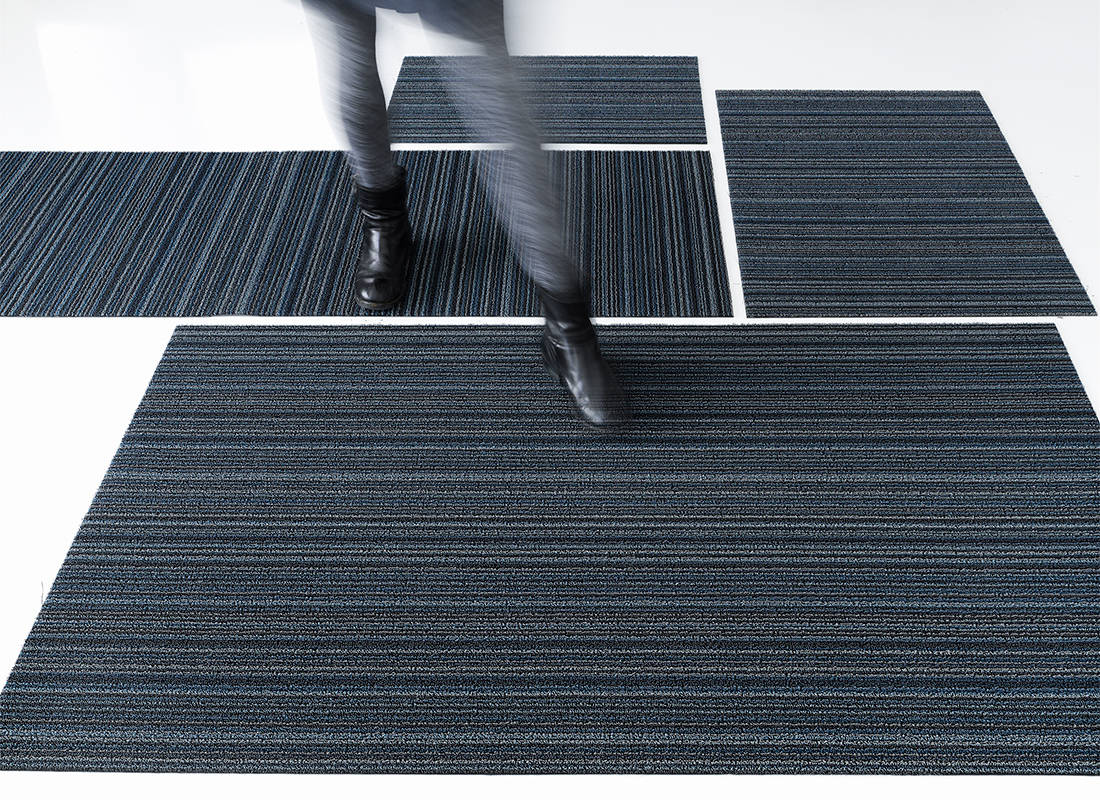Chilewich Skinny Stripe Shag Mat in Blue